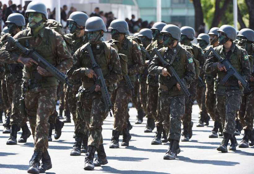 Integrantes das Forças Armadas não querem estar na reforma previdenciária. Foto: Ed Alves/CB/D.A. Press