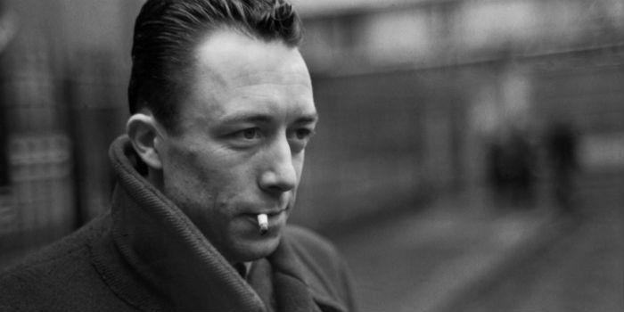 Ganhador do Prêmio Nobel de Literatura em 1957, Camus foi ensaísta francês, escritor, dramaturgo, filósofo, jornalista, romancista. Foto: Reprodução da internet.