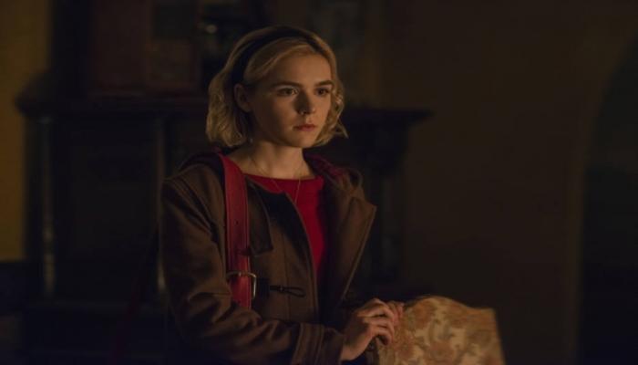 Kiernan Shipka faz o papel principal em O Mundo Sombrio de Sabrina. Foto: Diyah Pera/Netflix