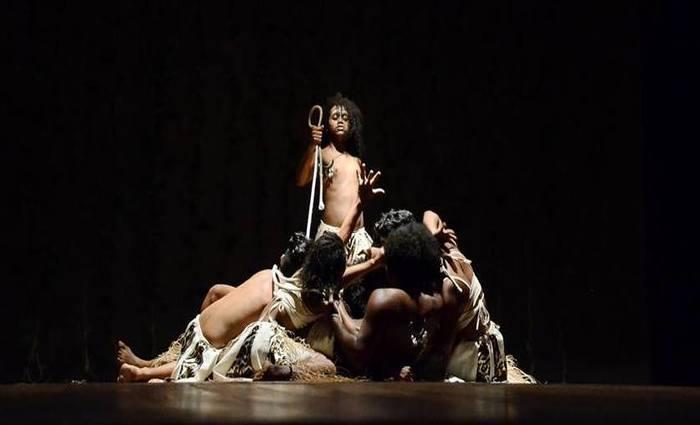 O espetáculo retrata a resistência e a importância da cultura negra na formação da identidade brasileira. Foto: Gil Menezes/SEDUCPE