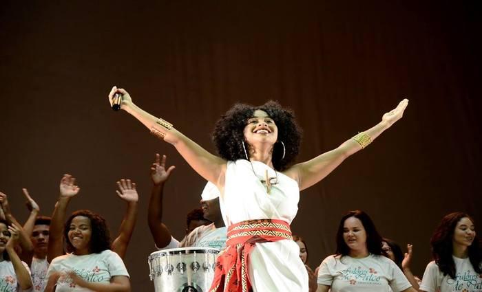 Canto, percussão e dança dão luz à peça. Foto: Foto: Gil Menezes/SEDUCPE