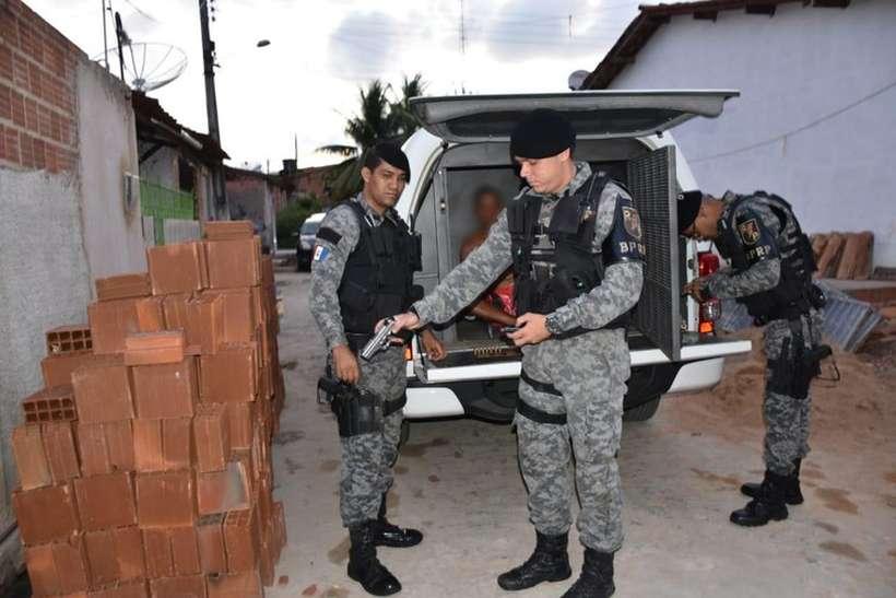 Armas, munição, celulares e anotações dos criminosas foram apreendidos. Foto: Divulgação MPAL
