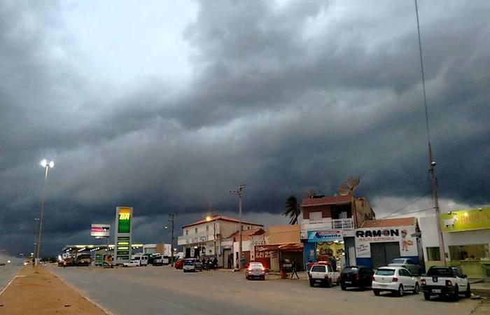 Cidade de Cabrobó, no Sertão, foi uma das beneficiadas com as chuvas dos últimos dias. Imagem: reprodução/YouTube