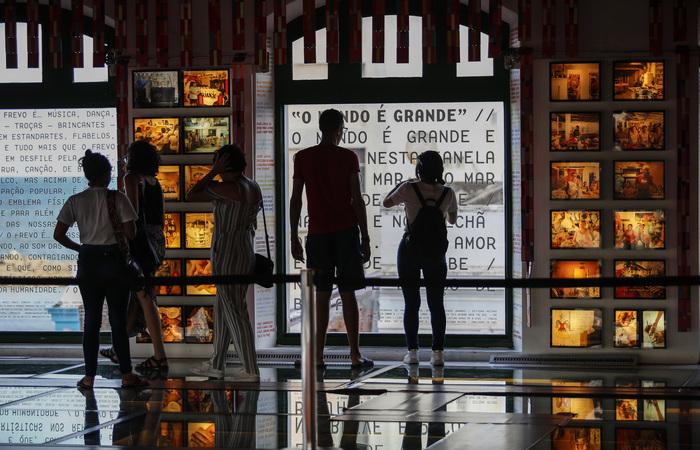 Espaço reúne a história e os encantos da arte do maior dos símbolos pernambucano: o frevo imortalizado. Foto: Paulo Paiva / DP FOTO