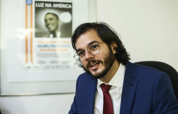 Deputado eleito pelo PDT, Tulio Gadelha visitou sede do Diario de Pernambuco. Foto: Camila Pifano/Esp.DP