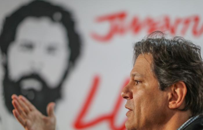 Diploma��o de eleito no Dia dos Direitos Humanos � 'tr�gica ironia', diz Haddad
