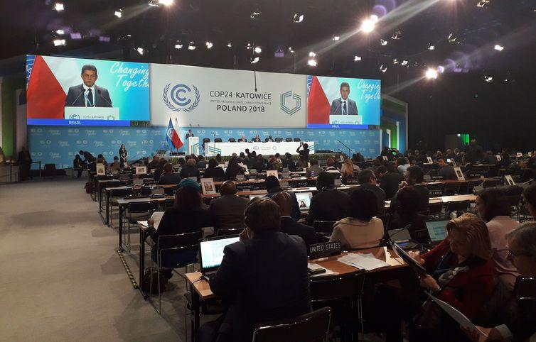 Ministro Edson Duarte disse, na COP24, que o Brasil reduziu as emissões de carbono em 6 bilhões de toneladas entre 2006 e 2015, quando houve queda significativa do desmatamento da Amazônia. Foto: Debora Brito/Agência Brasil