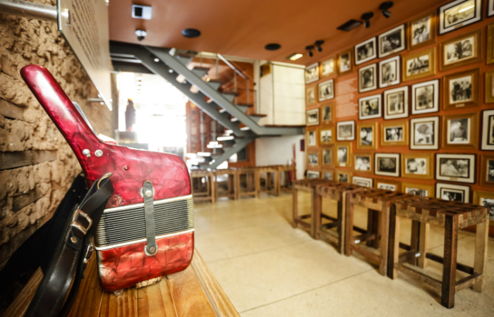 Acervo conta com fotos, vídeos, discos, músicas, instrumentos musicais e objetos da cultura sertaneja. Foto: Andrea Rego Barros/Divulgação