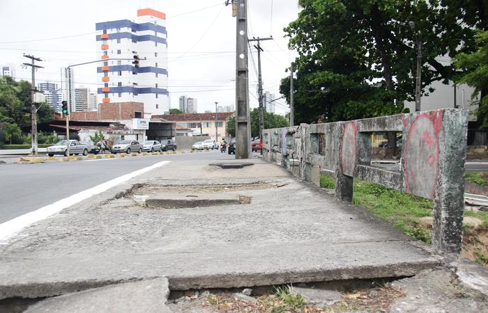 Mudanças consistem em eliminar giros à esquerda existentes no cruzamento da Avenida Professor José dos Anjos com a Estrada Velha de Água Fria - Foto: Karina Morais/Esp.DP