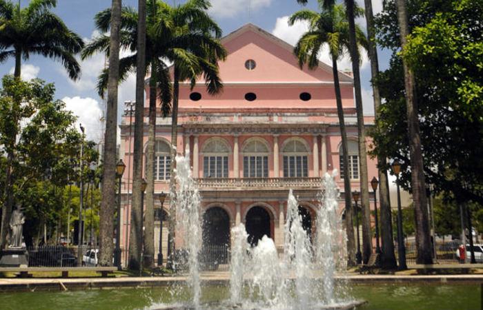 Praça da República, onde fica localizado o Teatro Santa Isabel será um dos trechos afetados - Foto: Marcelo Lyra/Divulgação