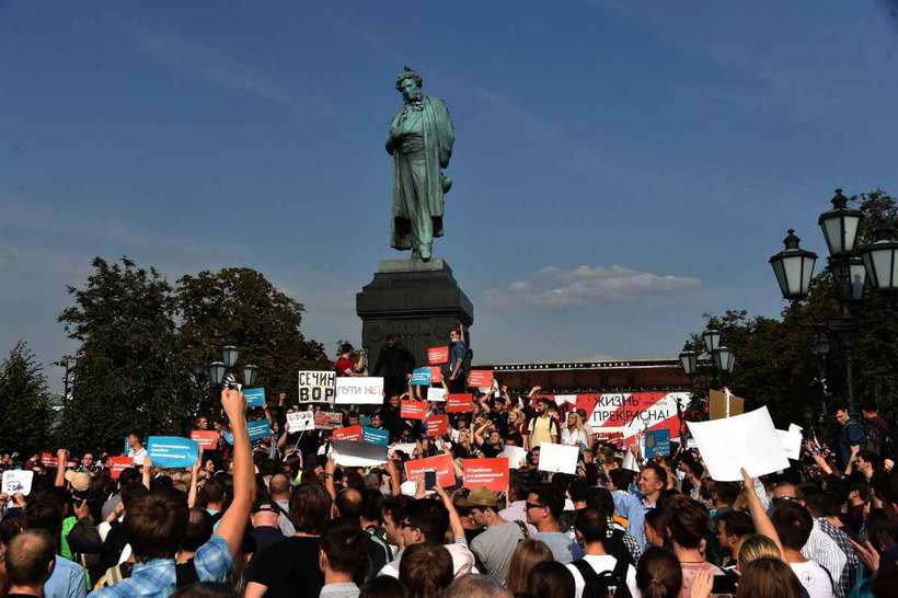 Protesto contra reforma da previdência na Rússia. Foto: Vasily MAXIMOV / AFP
