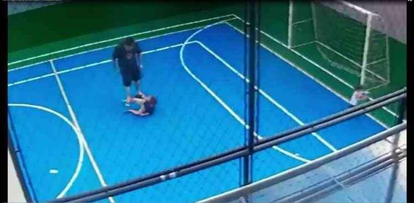 Homem agredi criança em condomínio de Goiânia. Foto: Reprodução