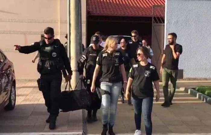 Polícia apreende mala com dinheiro e armas em casa de João de Deus, em Abadiânia. Foto: Foto: Reprodução/TV Anhanguera