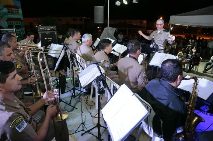 Um repertório eclético composto por canções de Roberto Carlos, Alceu Valença e Reginaldo Rossi animou os moradores. Foto: Jorge Farias/Divulgação.
