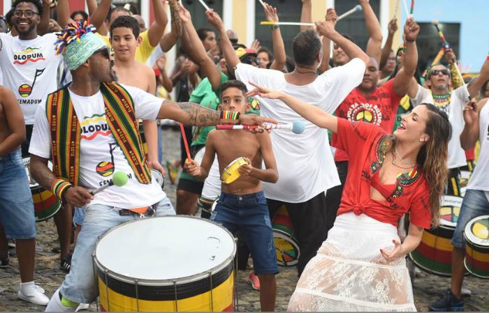 No Twitter, Claudia Leitte incentivou o uso da hashtag #TBTSaudade. Foto: Claudia Leitte/Divulgação