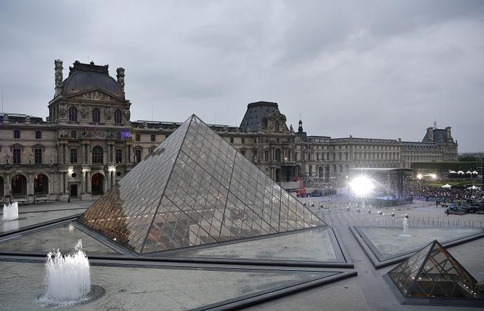 Presidente da França, Emmanuel Macron, onde está situado o Museu do Louvre (foto), foi um dos que se comprometeu a devolver as obras pertencentes ao continente africano. Foto: Phillipe Lopez/AFP
