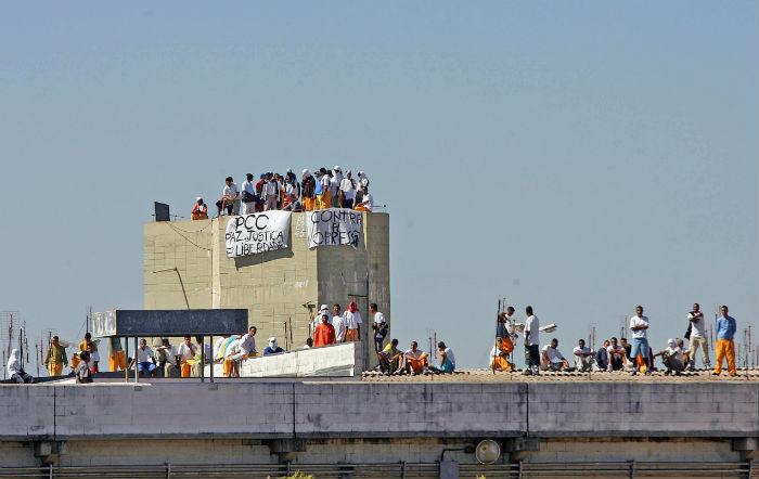 Imagem de 14 de maior de 2006, da Penitenciária de Junqueirópolis, no interior de São Paulo, tomada por detentos ligados ao PCC. Foto: Alex Silva/Estadão Conteúdo.