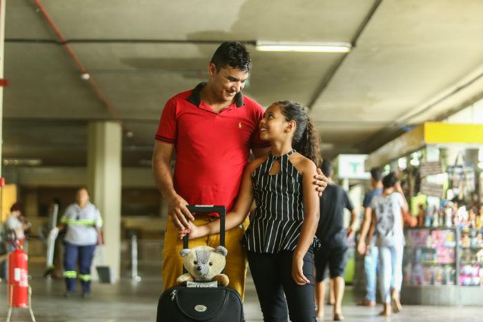 Ivanildo e a filha, Izabelle, só se encontram no Natal. Foto: Camila Pifano/Esp.DP.