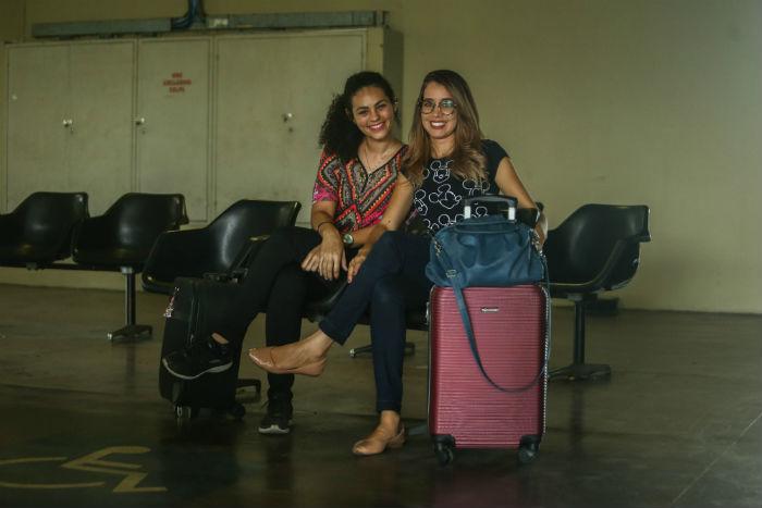 As amigas Maesilly e Kássia vão passar o Natal em Caruaru. Foto: Camila Pifano/Esp.DP.