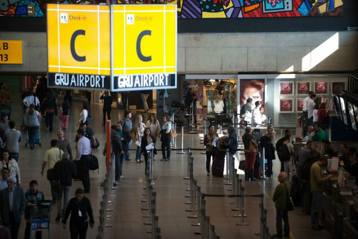 Os passageiros com destino a Paris tiveram os voos remarcados. Foto: Agência Brasil.