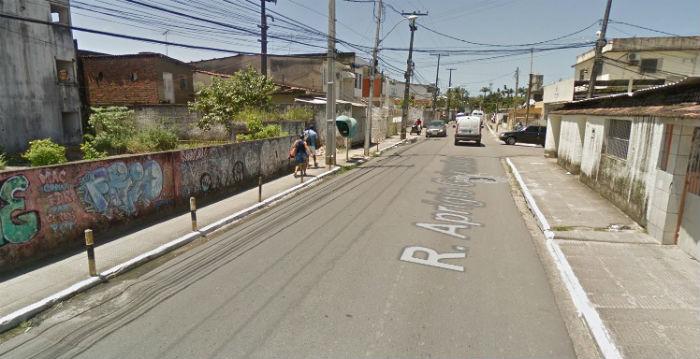 O crime aconteceu na Rua Aprígio Guimarães. Foto: Reprodução do Google Street View.