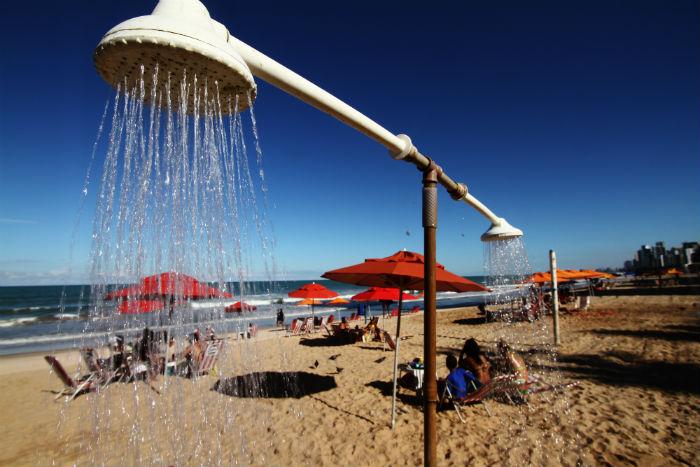 Sem os modernos equipamentos, os banhistas estão expostos à água contaminada. Foto: Peu Ricardo/DP.