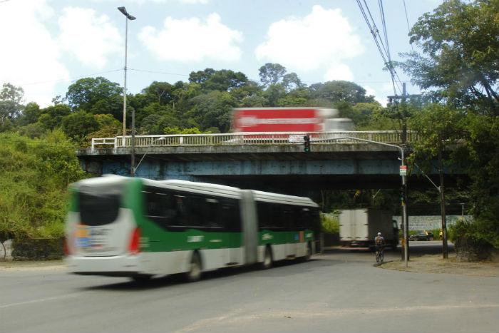 Criminosos assaltavam ônibus na BR-101. Foto: Shilton Araujo/Esp.DP.