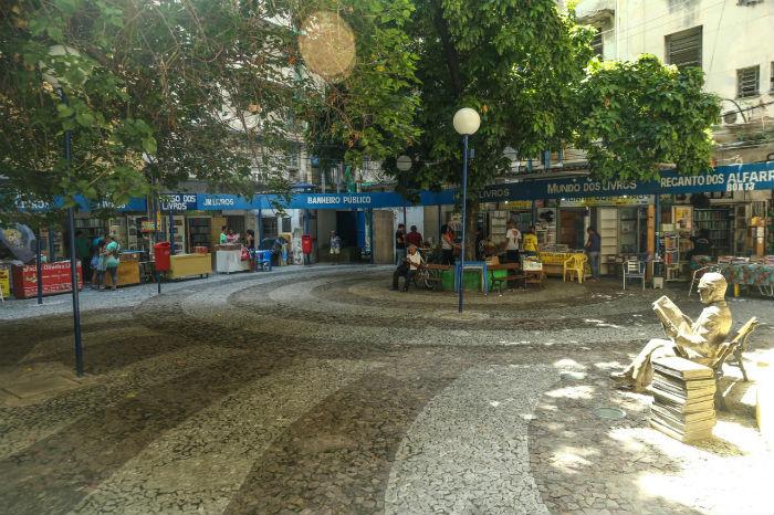 O Largo da Praça do Sebo existe há 37 anos e abriga 19 boxes. Foto: Camila Pifano/Esp. DP.
