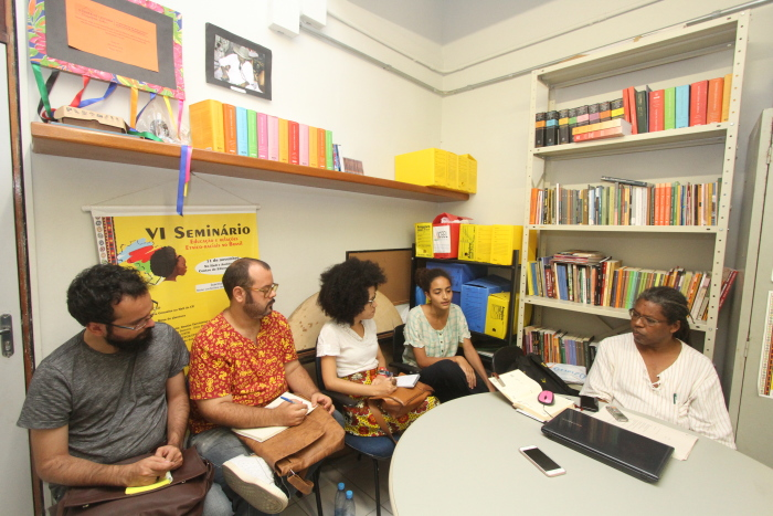 O Núcleo de Estudos Afro-Brasileiros (Neab) da UFPE se tornou uma espécie de QG para discutir o sistema de cotas raciais da instituição antes de a comissão ser criada. Foto: Nando Chiappetta/DP.