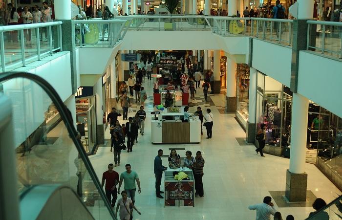 Shopping Centers vão funcionar em regime especial na terça-feira, dia 1° de janeiro. Foto: Blenda Souto Maior/DP