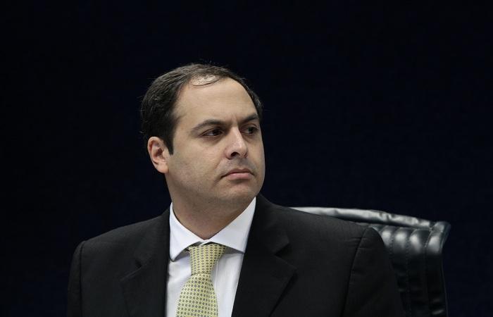 O socialista não convocou deputados federais, mas escolheu nomes da bancada governista na Assembleia Legislativa. Foto: Alcione Ferreira/DP