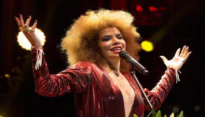 A cantora promete agitar os presentes com antigos e novos sucessos. Foto: Marcos Hermes/Divulgação