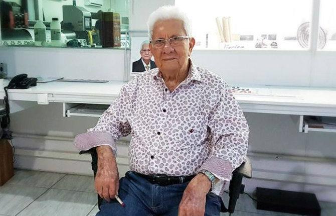 Pedro Murilo em visita ao setor de produção gráfica e artes do Grupo Bandeirantes Mídia Exterior, em setembro de 2017. Foto: Bandeirantes Mídia/Divulgação