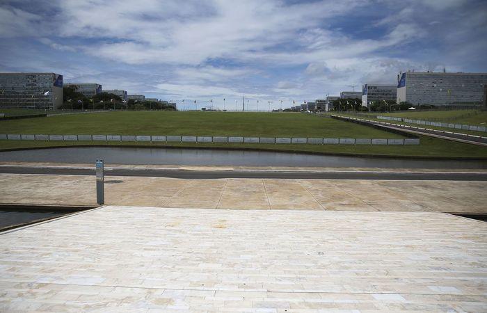 Esplanada dos Ministérios fechada com grades para a posse de Jair Bolsonaro. Foto: José Cruz/ Agência Brasil