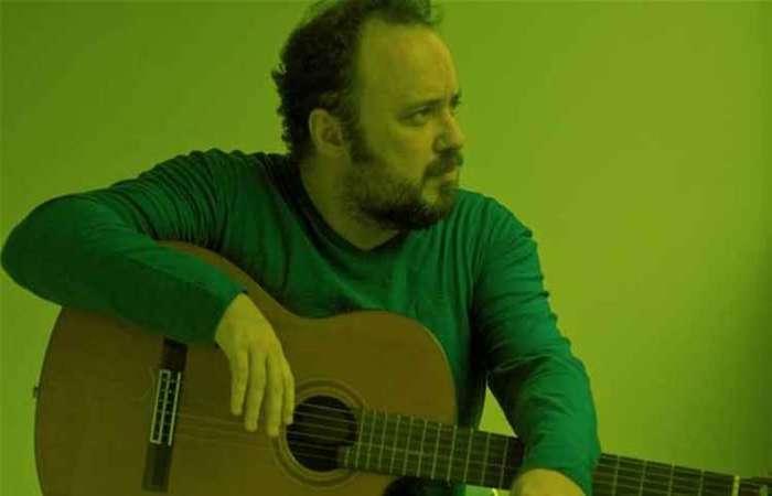 O pernambucano Leopoldo Conrado Nunes lança disco cheio de referências e participações especiais (foto: Arquivo Pessoal)
