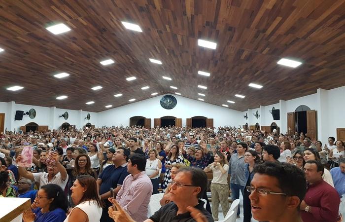 Capela ficou lotada de fiéis. Imagem: Divulgação