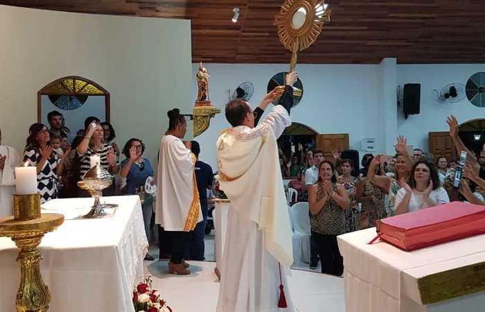 Momento da bênção no fim da celebração. Imagem: Divulgação