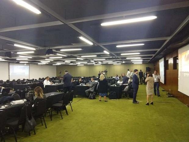 Sala onde jornalistas devem aguardar para cobrir cerimônia no Itamaraty, que só ocorrerá à noite: sem janelas (Foto: Rodolfo Costa/CB/D.A Press)