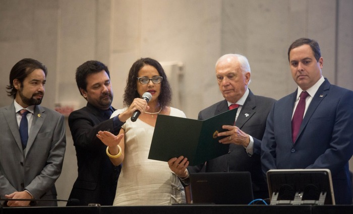 Vice-governadora diz que pretende honrar a história das grandes mulheres de Pernambuco, no exercício do cargo. Foto: Léo Malafaia/Diario de Pernambuco