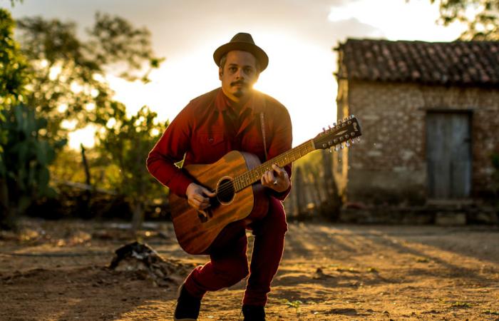 Com álbum, cantor retorna encorpora a figura do 'cancioneiro popular contemporâneo'. Foto: José de Holanda/Divulgação