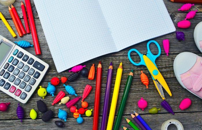 Procon Pernambuco realizou uma pesquisa dos produtos mais procurados na lista de material escolar. Foto: Pixabay / Divulgação