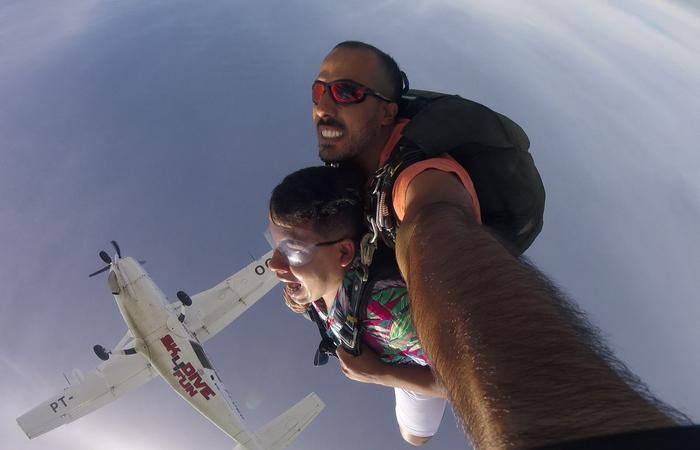 A equipe foi convidada a saltar pelo grupo Sky Dreamers. Foto: Bruno Cury/Divulgação
