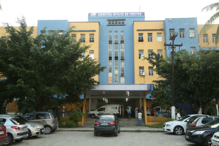 Uma das vítimas foi transferida para o Hospital Otávio de Freitas. Foto: Arquivo/DP.