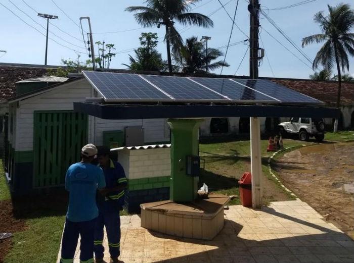 O sistema é composto por placas fotovoltaicas, inversor de frequência solar e acessórios. Foto: Compesa/Divulgação.