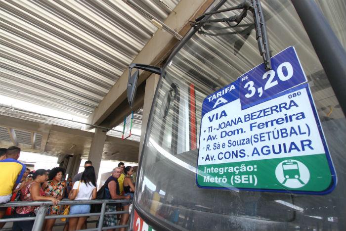 O Sistema de Transporte Público de Passageiros da RMR transporta 1,8 milhão de passageiros diariamente e opera com cerca de três mil ônibus. Foto: Roberto Ramos/DP.