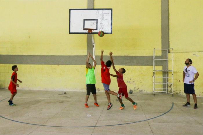 Atividades como futsal, vôlei, basquete, handebol e futebol de campo acontecem no espaço. Foto: Alice Mafra/Divulgação.