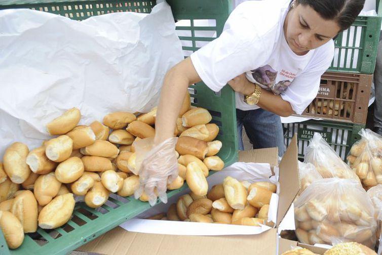 O pão francês foi um dos itens da cesta básica que mais subiram no ano passado. Foto: Arquivo/ Agência Brasil