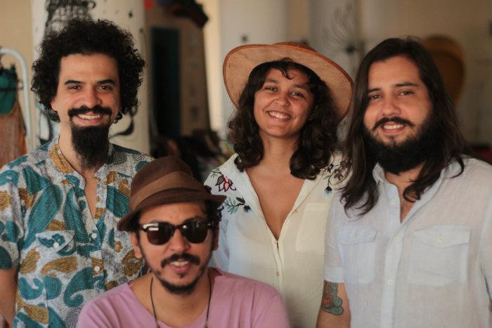 O grupo é formado pelos compositores Feiticeiro Julião, Juvenil Silva, Marília Parente e Marcelo Cavalcante. Foto: Hugo Coutinho/Divulgação
