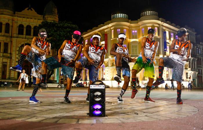 O vídeo Barulho da kikada, dos Magnatas do Passinho S.A, de Santo Amaro, tem mais de 13 milhões de visualizações. Foto: Bruna Costa/Esp. DP