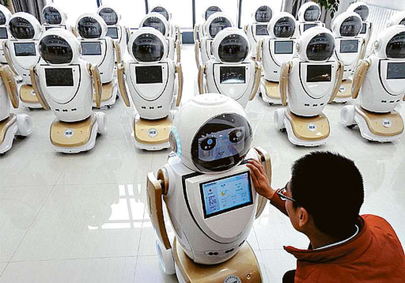 Robotização avança em praticamente todas as profissões de massa, como em fábrica chinesa, que usa robôs para atendimento ao cliente. Foto: Divulgação/China/AFP